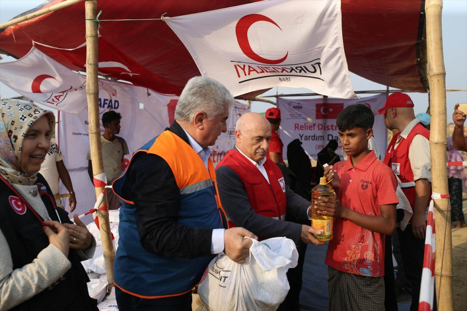 وفد برلماني تركي يزور مخيمات للاجئي الروهنغيا في بنغلاديش